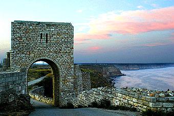 Входа на крепостта на нос Калиакра